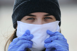 Какие маски иперчатки лучше носить вовремя пандемии