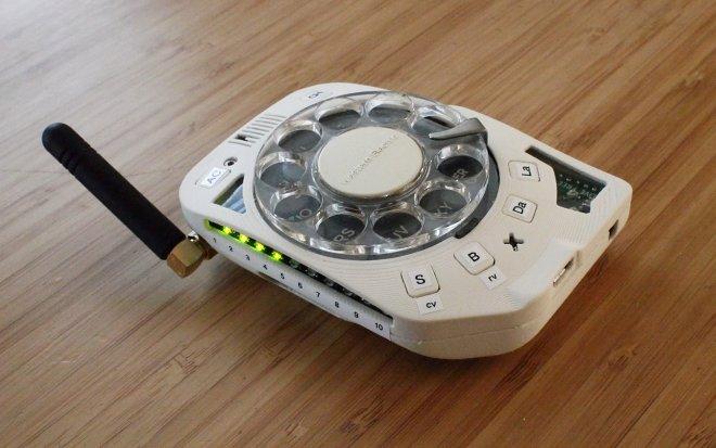 etot-zabavnyj-gadzhet-nastojashhij-diskovyj-mobilnyj-telefon-9a80efc.jpg