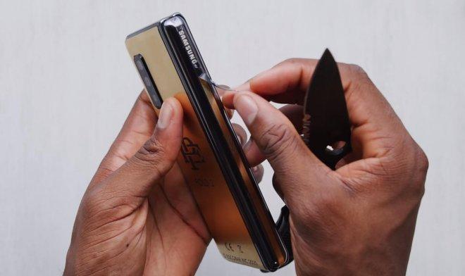 nashumevshij-gibkij-smartfon-escobar-fold-okazalsja-masshtabnoj-aferoj-b36c968.jpg